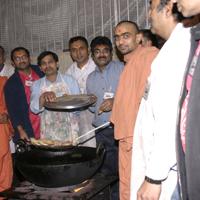 Evening Mahaprasad 27 12 2006